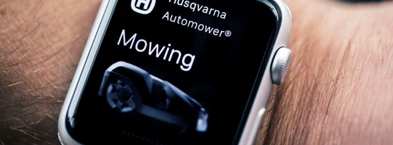 husqvarna-automower-connect-apple-watch-on-arm-24-HR