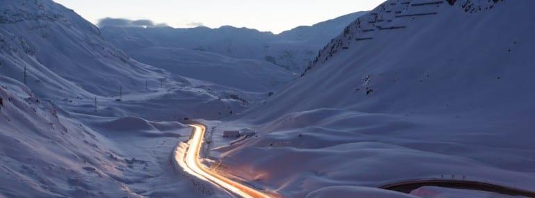 Lichtspuren im Gebirge