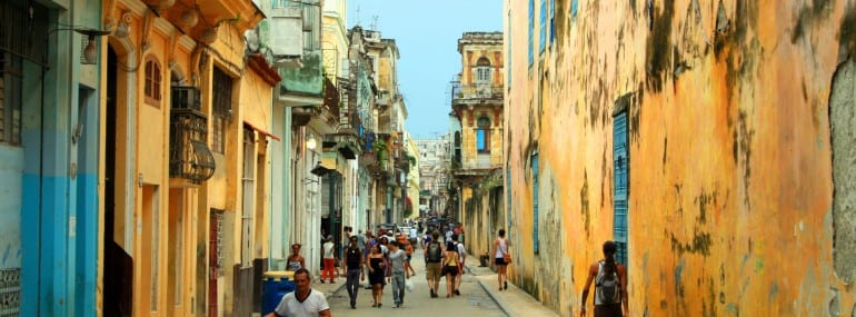 streets-with-people-in-havana-cuba